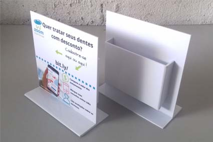 Display em poliestireno com porta folder